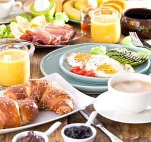 Who is at risk in the morning, eats Breakfast with his health