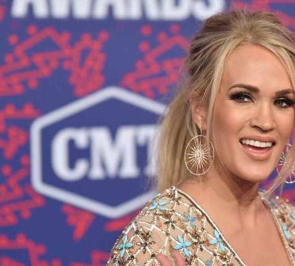 Carrie Underwood's 2nd-Time-Mom Hack Involves Sobbing
