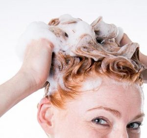 Dandruff in the hair? 4 habits that could be the reason and what can you do