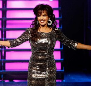 Marie Osmond Says She 'Chipped Off a Piece' of Her Kneecap in Second on Stage Fall During Las Vegas Show