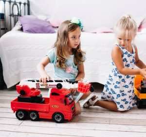 """Most Dads Are Still Pushing """"Boy"""" Toys on Their Sons, Regardless of Their Interests"""